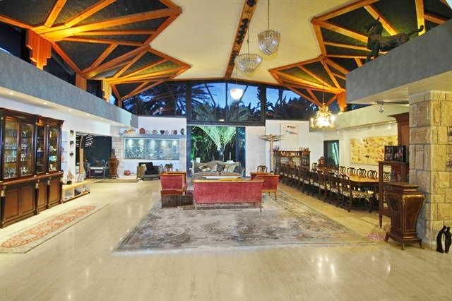 להפליא וילה מדהימה וייחודית למכירה בקיסריה - נכסי יוקרה בישראל -בתי יוקרה CZ-46
